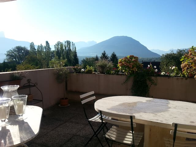 Logement entier, terrasse sud, vue montagnes - Argonay - Lejlighed