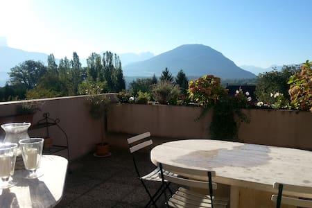 Logement entier, terrasse sud, vue montagnes - Argonay
