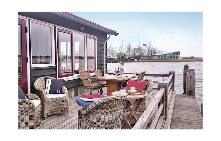 Holiday cottage with 2 bedrooms on 78 m² in Lauwersoog