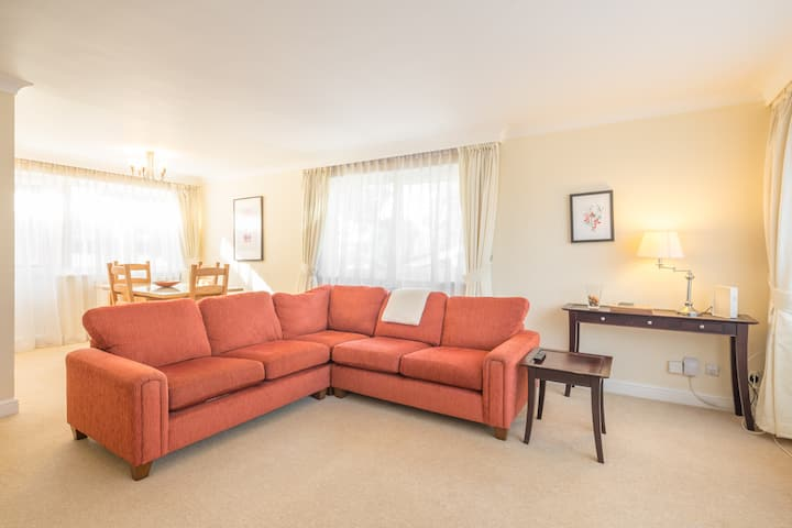 Luxurious, Large & SPACIOUS Flat For Four!