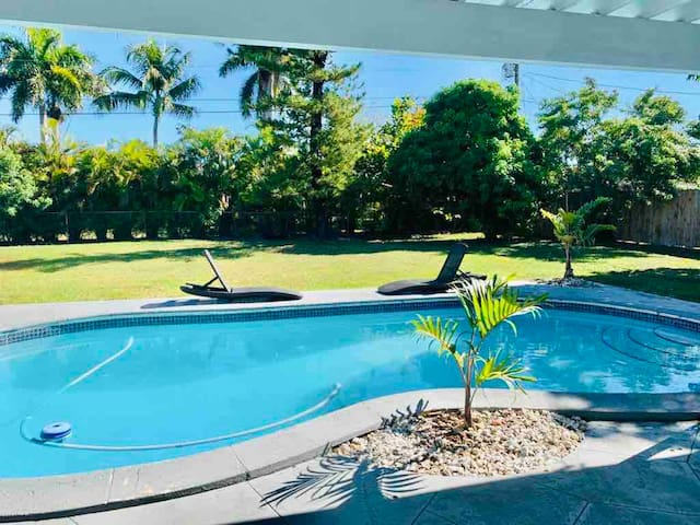 Miami White House 4 bedrooms 3.5 baths Nice pool !