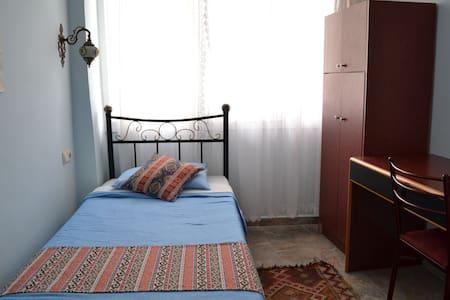 SINGLE Room in EPHESIAN Guesthouse - Kuşadası