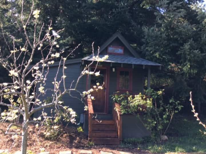 Garden Cabin - adorable tiny home