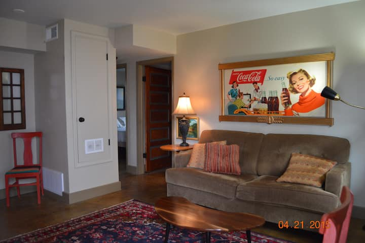 A Cool 1960's Pad Near Downtown!