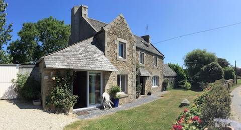 Typical Brittany house 6 bed, 900m from beach