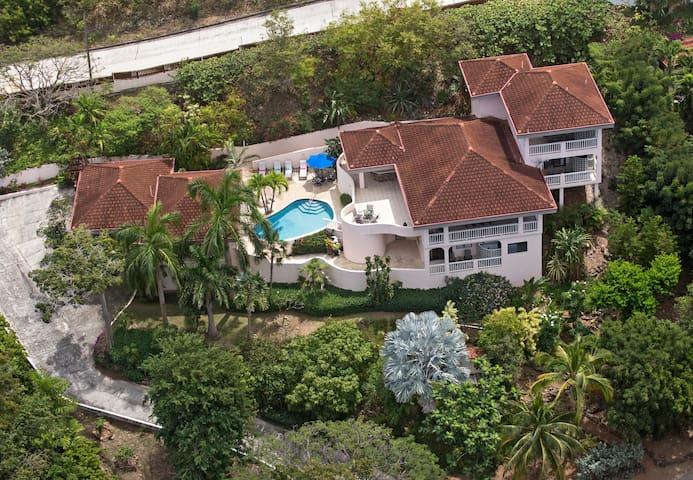 Adagio Villa - Luxurious private villa with view