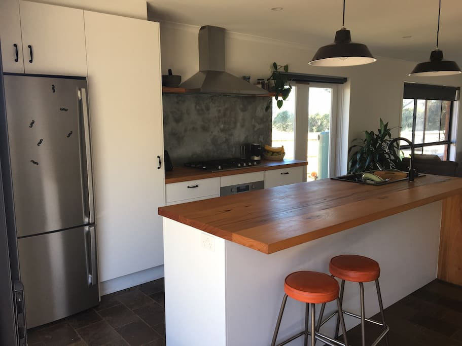 Kitchen - new'ish appliances (reno'd Jan 17')