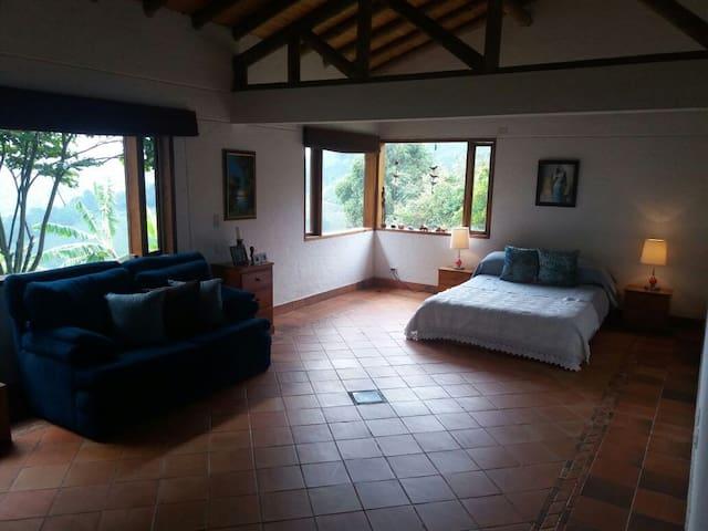 La casa de los tres soles. - Medellín - Casa