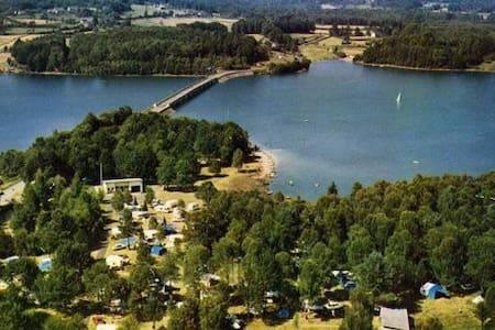 Emplacement privilégié sur  le lac - Neuvic - Rumah