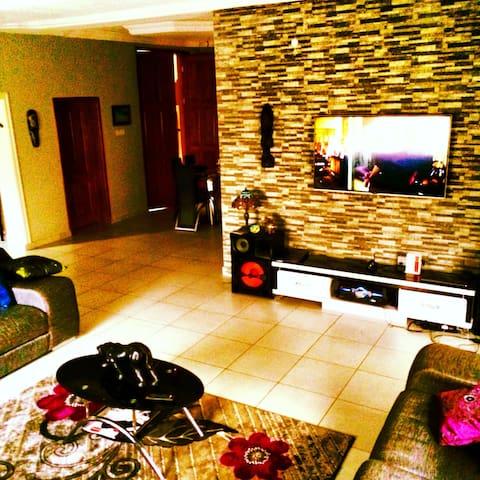 Nice cozy six bedroom house - Lekki - Dům
