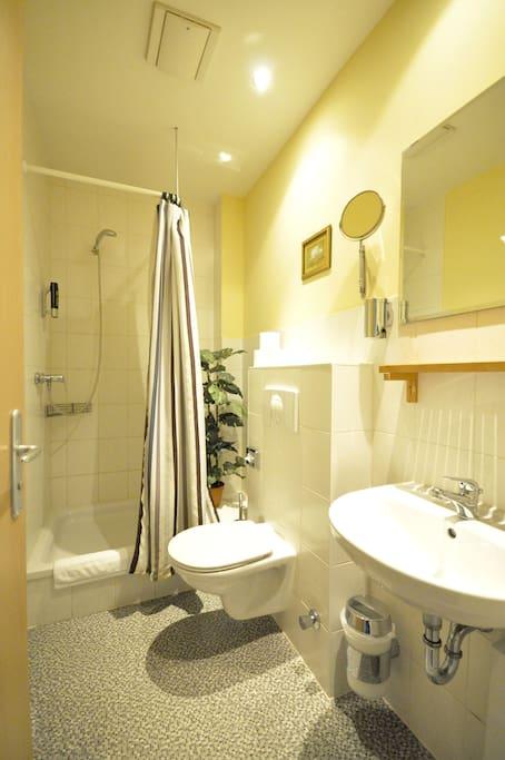 bathroom / Badezimmer