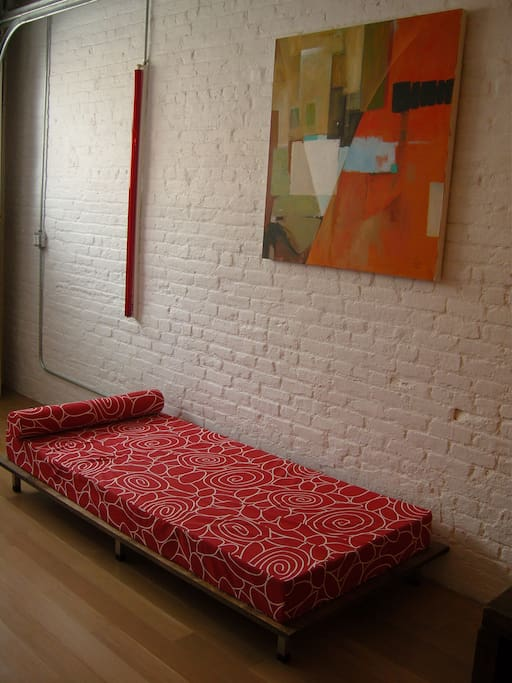Day bed for naps !  ( sheets, pillows etc availble if needed for night time rest)
