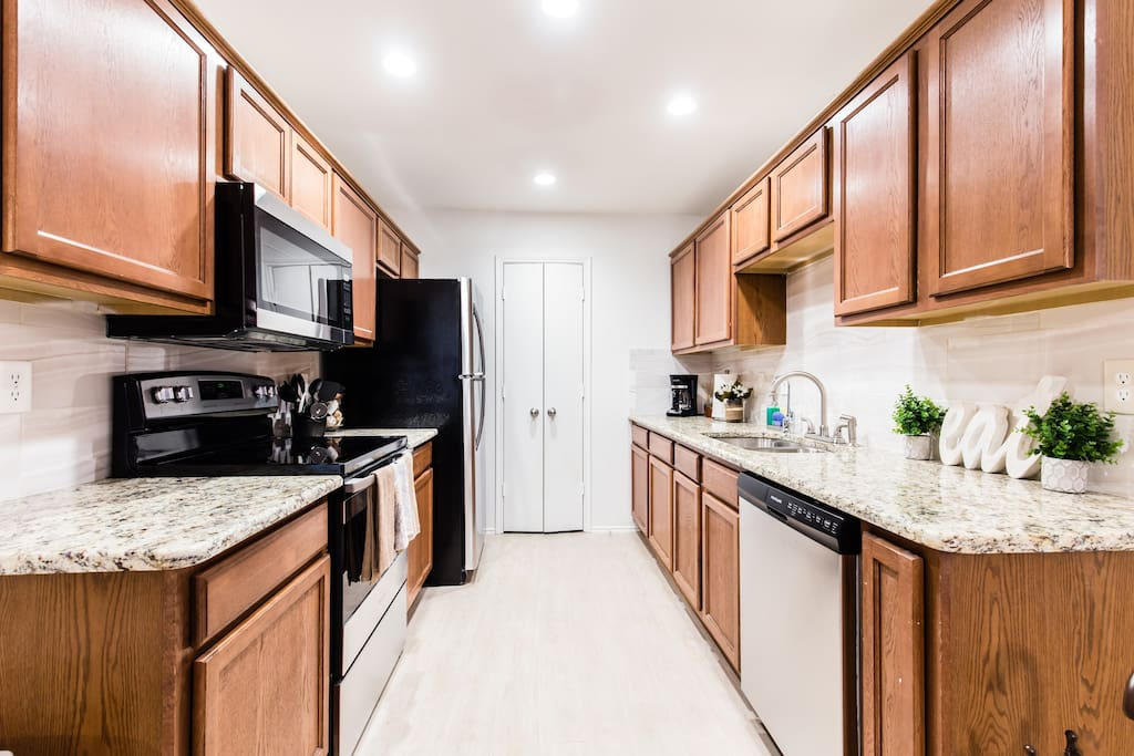 Fully equipped kitchen, all new appliances