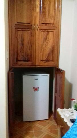 Closet con caja fuerte y.mini bar Jabitacion # 1
