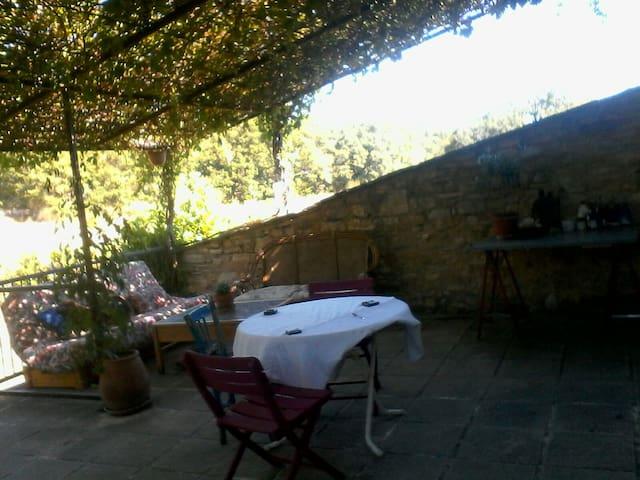 chambre indépendante sur terrasse - Saint-Martin-de-Castillon