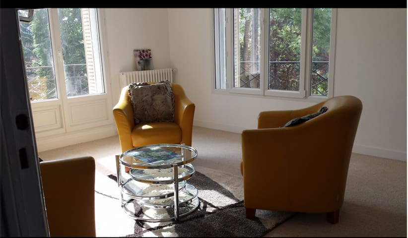 Large independent apartment in a family house - Sceaux - Rumah