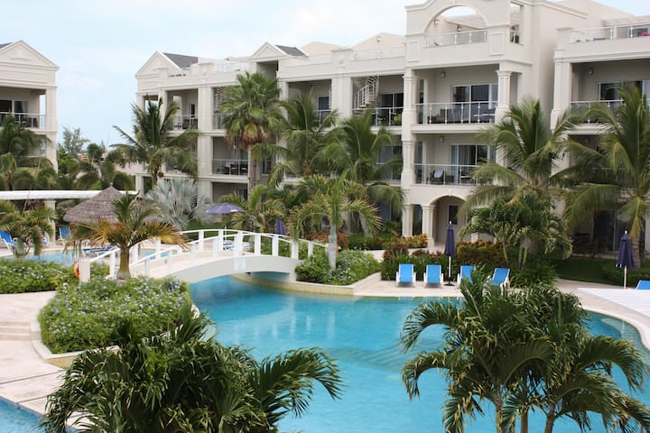 Luxury  Grace Bay Condo: Great Rate - Providenciales - Lyxvåning