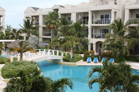Luxury  Grace Bay Condo: Great Rate - Providenciales