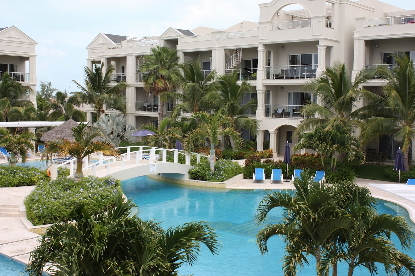 Luxury  Grace Bay Condo: Great Rate