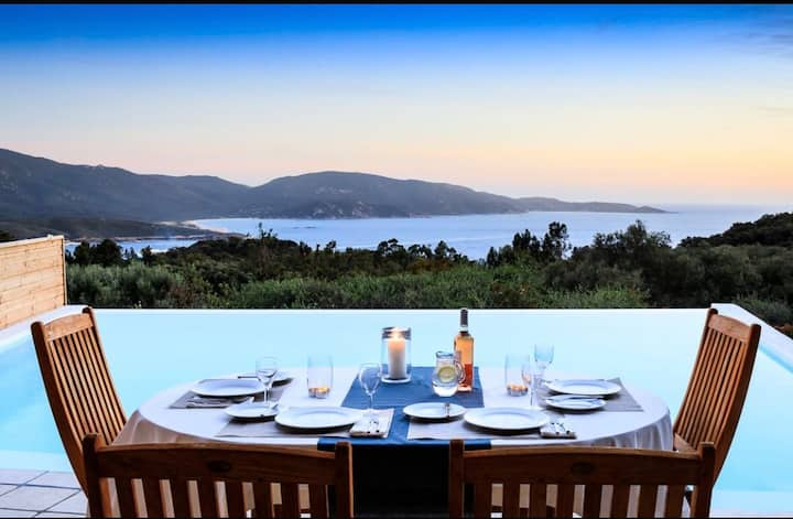 Villa avec grande piscine chauffé et vue mer