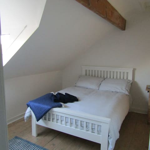 Central, Abbey view, cosy double room.