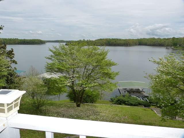 Beautiful lake home on the water! - Winchester - Haus
