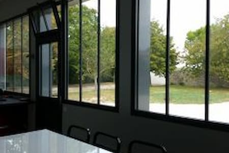 """Maison """"style loft"""" plein champs - La Jarrie - Hus"""