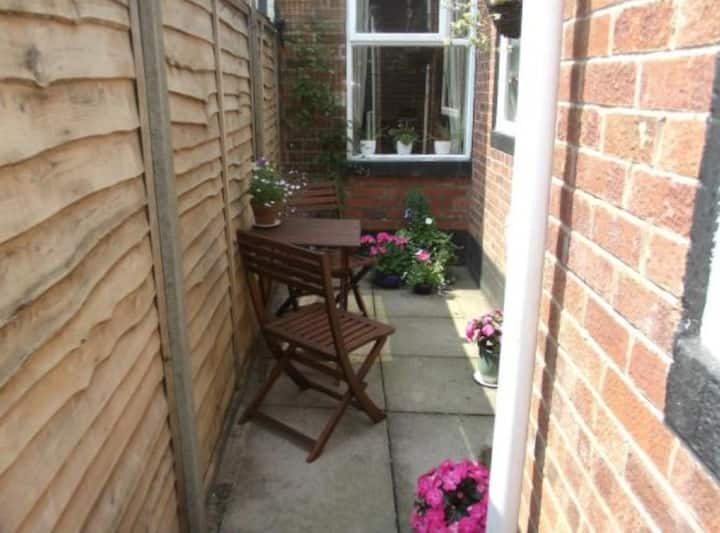 Warm, cosy, big, easy and friendly home in Moseley