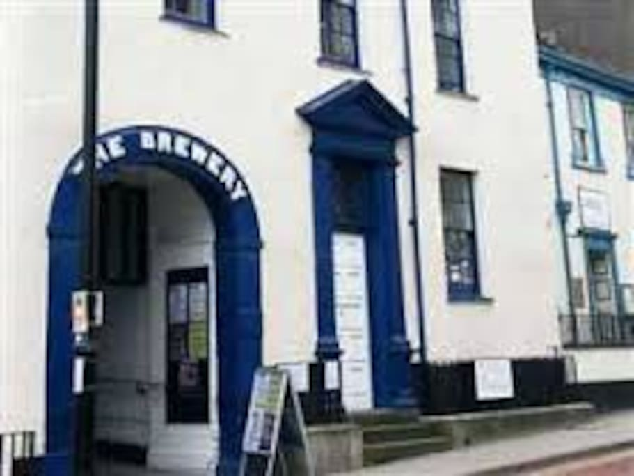 Archway to access Kendal Hostel