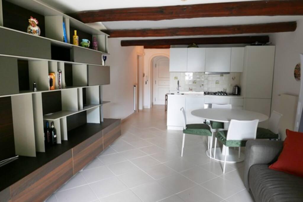 soggiorno con angolo cottura
