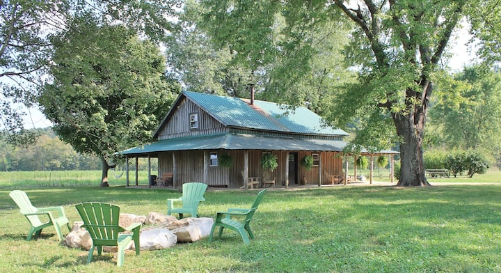 Charming Cabin with HOT TUB on Brashears Creek