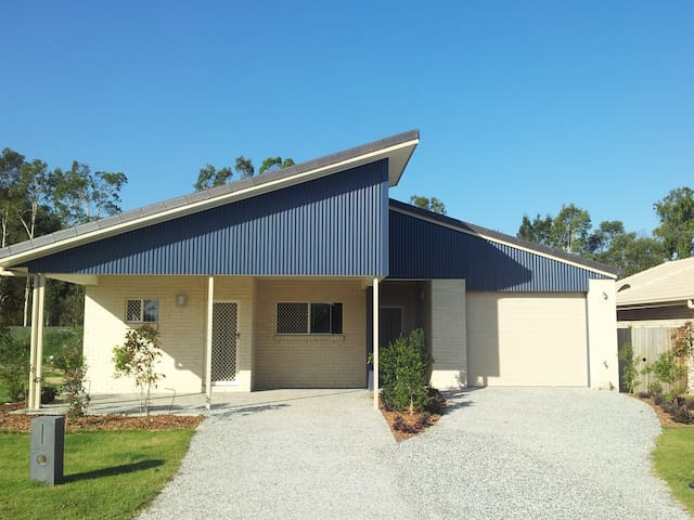 New 3 bedroom House + Van parking - Caboolture - Rumah