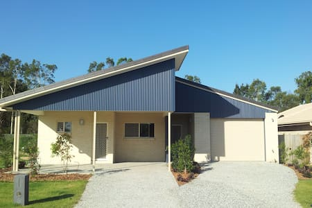 New 3 bedroom House + Van parking - Caboolture - Hus