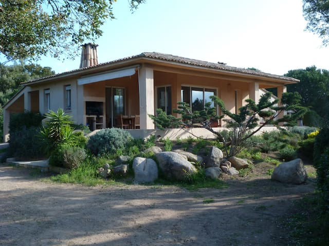 Villa, 6/7 personnes, proche plages - Pianottoli-Caldarello - Hus