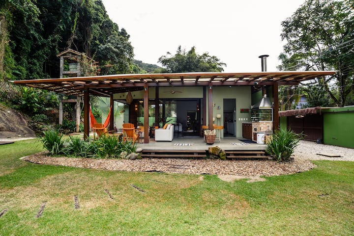 CASA BENETTON-LARGE GARDEN AND 200M FROM THE BEACH
