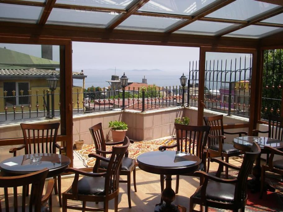 Guests have time on the share terrace, able to have breakfast, have  coffee and tea...