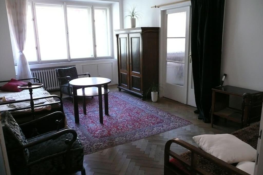 Prostorný pokoj s historickým vybavením  ve stylu 30. let, ideální pro dvě osoby.
