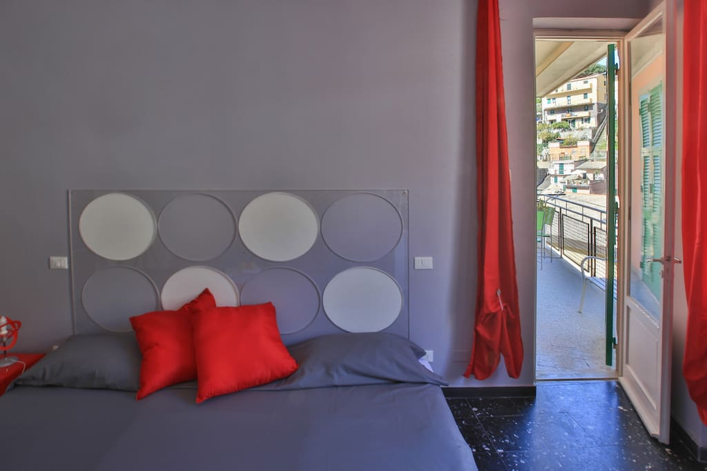 THE RED ROOM OF CIAO BELLA B&B A big double bedroom, colorfull, creative design and forniture