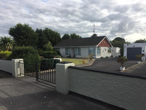 Waterford Cottage- Ideal for the Greenway