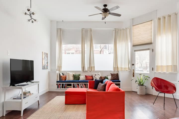 ⭐️Artsy Loft Near Downtown Chicago with Parking ⭐️