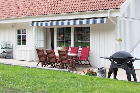 Familjevänlig villa med stor trädgård - Gotemburgo