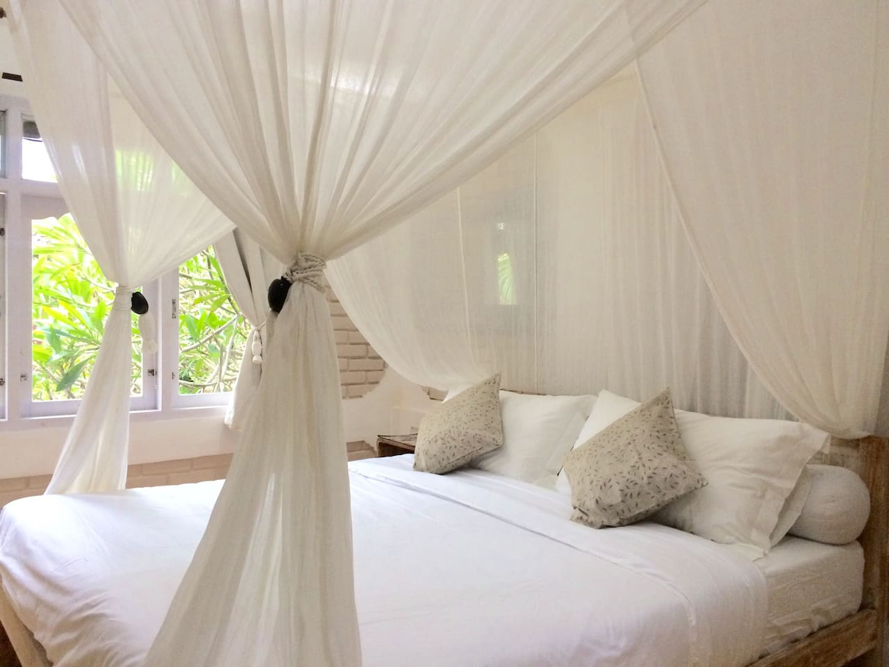 King Size Bed with quality linen and pillows