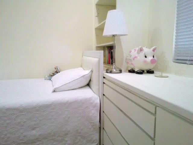 近士林夜市,捷運5分鐘,溫馨舒適單人床,明亮通風超優質渡假小窩