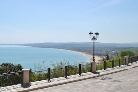 Charming apartment overlooking sea - Vasto