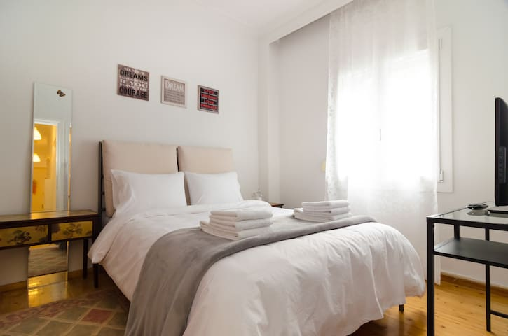 Central, Cosy Flat for 6, WiFi, A/C, Fully Equiped - Салоники