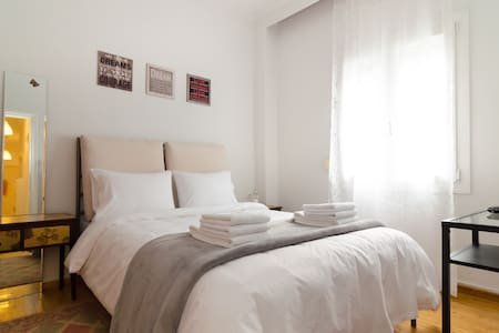 Central, Cosy Flat for 5, WiFi, A/C, Fully Equiped - Apartment