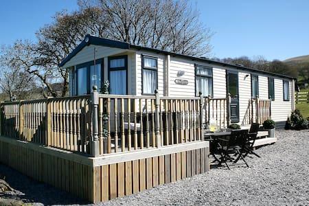Luxury Farm Tranquil Snowdonia Leisure Home - Llanllechid - Chalupa