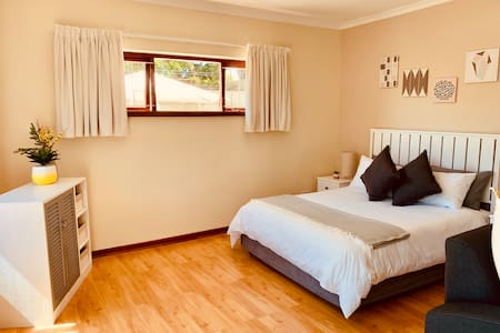 Modern Apartment - Luxury Finishes WIFI & DSTV