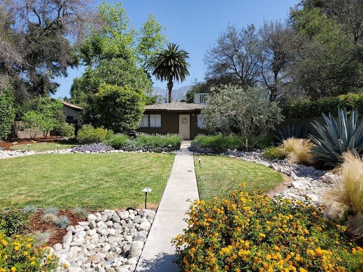 Private Guest House in Beautiful Altadena