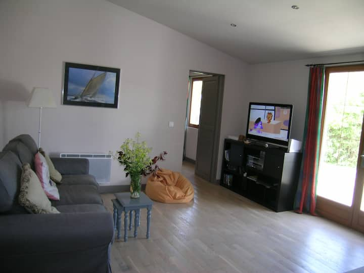 Apartment 15 mins from beach 10 mins from lake